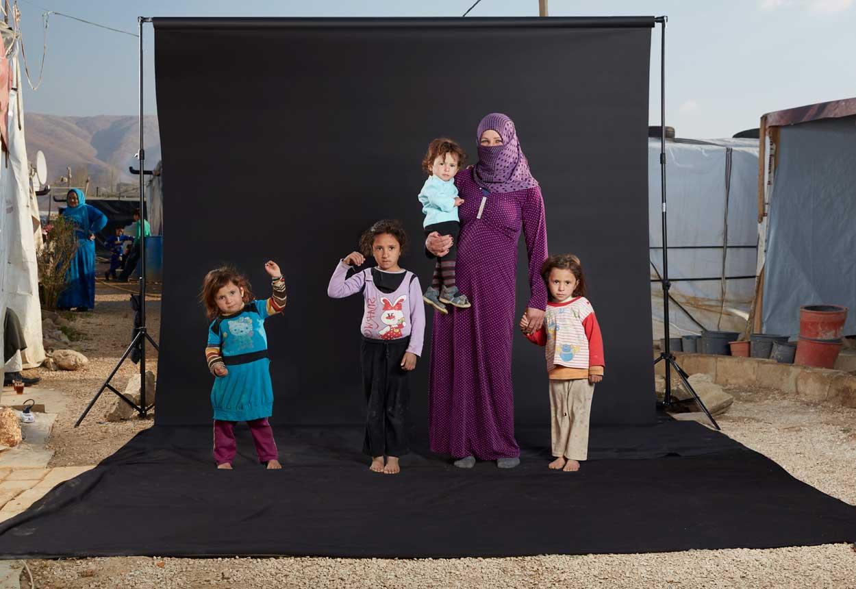 El marido de Kalila, Ahmed, le dijo a ella que saliera de Siria, porque era demasiado peligroso para ella y sus cuatro hijos a vivir allí, con frecuentes atentados y secuestros.