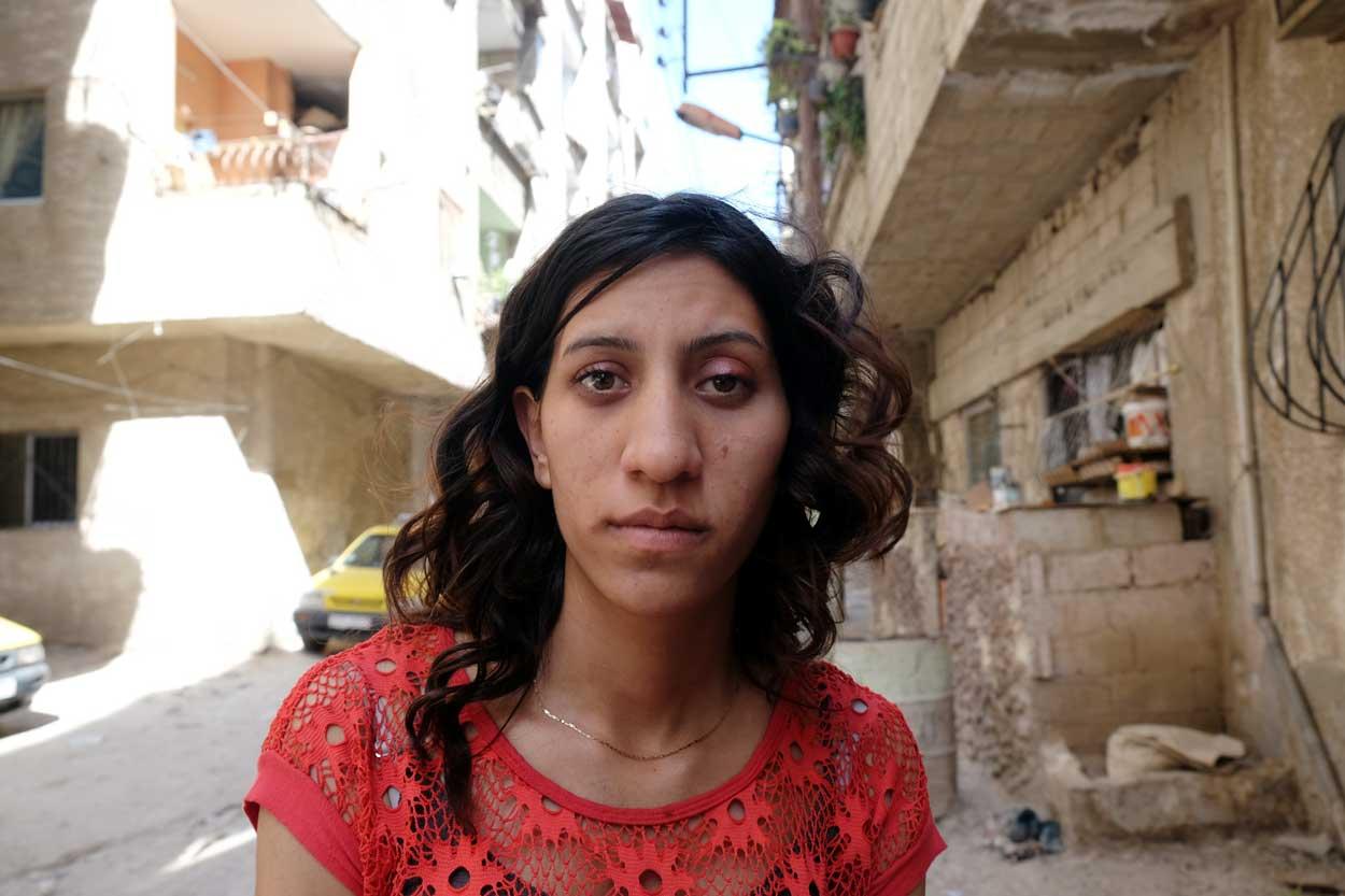 Rasha doit faire face à une dépression provoquée par la guerre et la pauvreté.