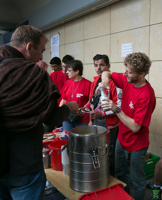 The people of Vienna provided aid in kind to refugees and migrants as they arrived in the Austrian capital after gruelling journeys through Turkey, Greece, Macedonia, Serbia and Hungary. Photo by Caritas Austria